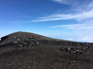 富士山頂郵便局の裏のほう