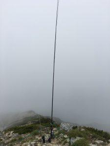 木曽駒ヶ岳山頂にて10mFMエンドフェッド設置